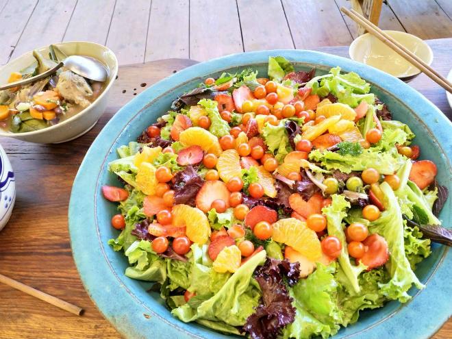 Bổ sung salad, rau củ vào chế độ ăn thường xuyên khi vận động nhiều, cơ thể mất nước. Ảnh: L.N