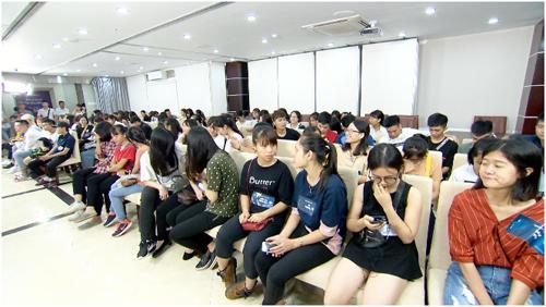 Hành trình lột xác mùa 3 thu hút hơn 3.000 bạn trẻ tham dự.