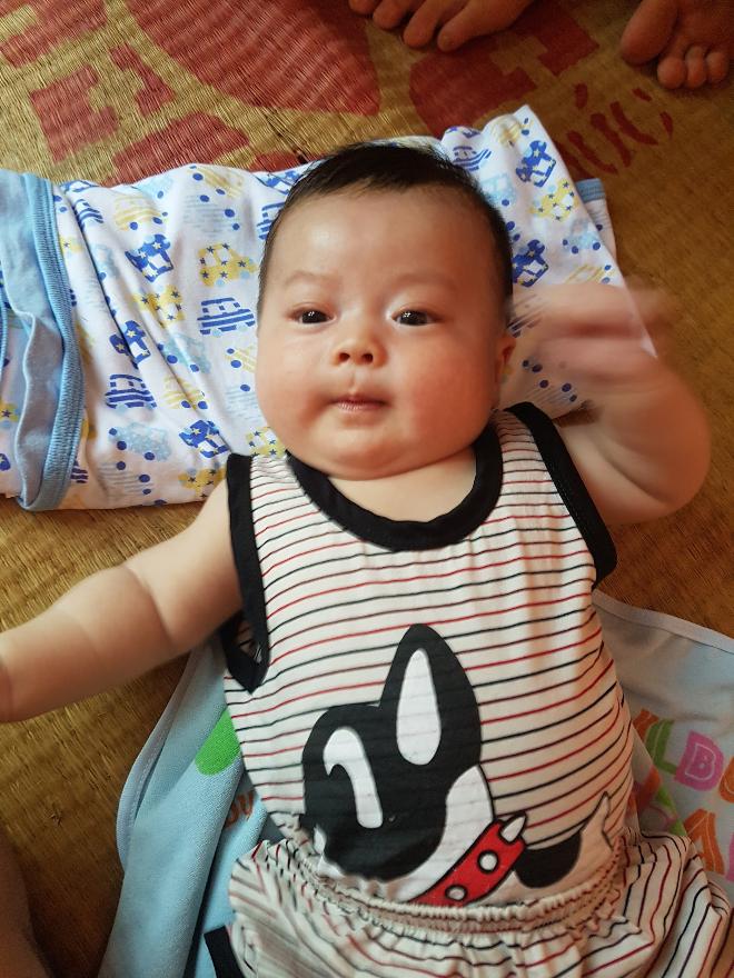 Con của vợ chồng chị Nghiêm Thị Mai Nhài và anh Hoàng Văn Hoàn