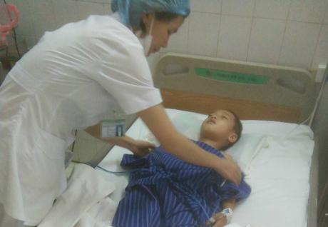 Bệnh nhi đang được điều trị tại bênh viện. Ảnh: Bệnh viện cung cấp.