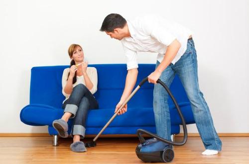 Đàn ông càng làm việc nhà nhiều càng ít quan hệ tình dục