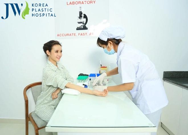 Kiểm tra sức khỏe trước phẫu thuật là yếu tố bắt buộc tại bệnh viện thẩm mỹ có tiếng.