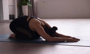 3 động tác giảm đau lưng cho người ngồi nhiều