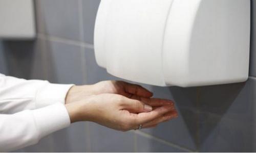 Máy sấy khô tay tưởng chừng như sạch sẽ nhưng lại là nguồnphát tán vi khuẩn. Ảnh: Telegraph.