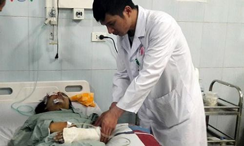Bác sĩ Việt - Đức lên Lai Châu cứu chữa nạn nhân vụ xe bồn - ảnh 1