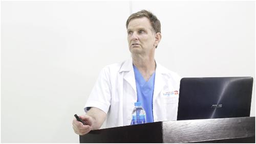 Chuyên gia phẫu thuật thẩm mỹ Gs. Bs. Robert Peterson