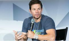 Siêu sao Mark Wahlberg dậy từ 2h sáng để tập gym