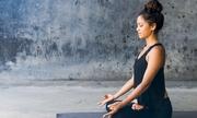 3 phút tập yoga giúp giảm căng thẳng đầu tuần