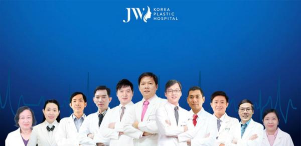 Đội ngũ bác sĩ chuyên khoa tài năngtại JW - những người đã trực tiếp phẫu thuật, thay đổi ngoại hình ngoạn mụccho nhiều trường hợpnhư ca sĩ Thùy Dương (hô hàm), biên đạo múa Lan Nhi (hô hàm kèm cười hở lợi), thầy giáo trẻ Vũ Đình Thục 14 năm không khép được miệng (phẫu thuật hàm móm)& Hơn 1.000 ca phẫu thuật thành công là minh chứng cho sự uy tín của Bệnh viện thẩm mỹ JW Hàn Quốc.
