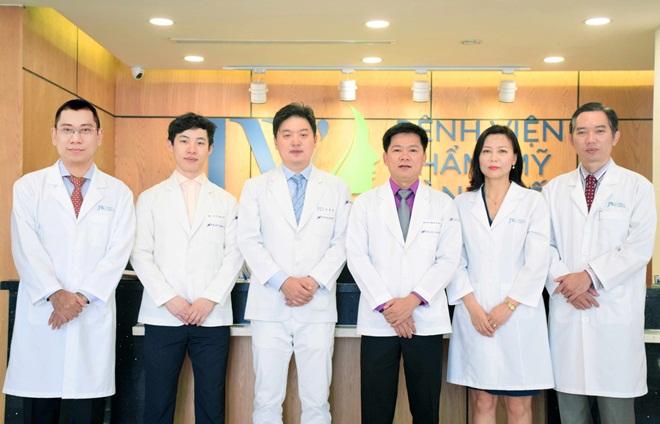 Bên cạnh đó, JW còn được tiếp đón tiến sĩ, bác sĩ Hong Lim Choi - Chủ tịch Hiệp hội thẩm mỹ mắt Hàn Quốc. Qua đó, nhiều khách hàng Việt có cơ hội tư vấn, thực hiện thẩm mỹ trực tiếp với chuyên giaHong Lim Choi.