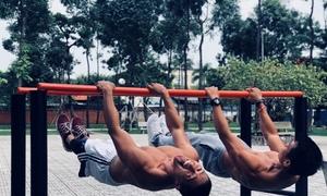 Những chàng trai hít đất đu xà mỗi sáng ở công viên Sài Gòn