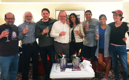 Giáo sư Allison (áo trắng) ăn mừng cùng gia đình và bạn bè. Ảnh: Twitter.