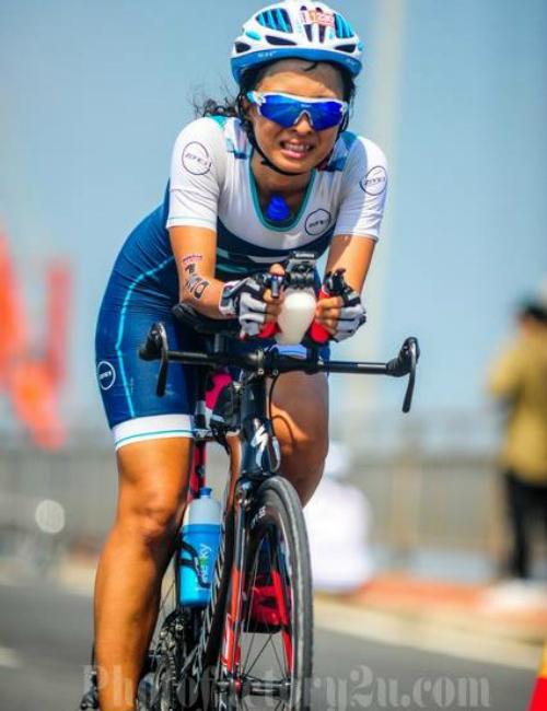 Cô gái 14 năm ăn chay đạp xe leo đèo hàng trăm cây số