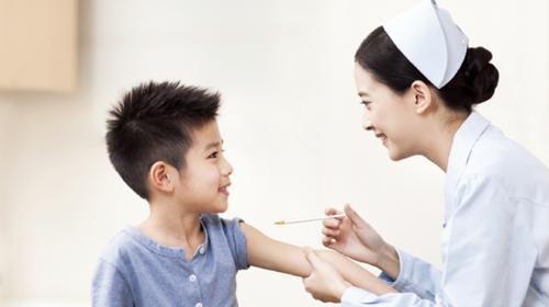Tiêm vắc xin là một trong những cách để phòng bệnh truyền nhiễm. Ảnh: Ctidoma