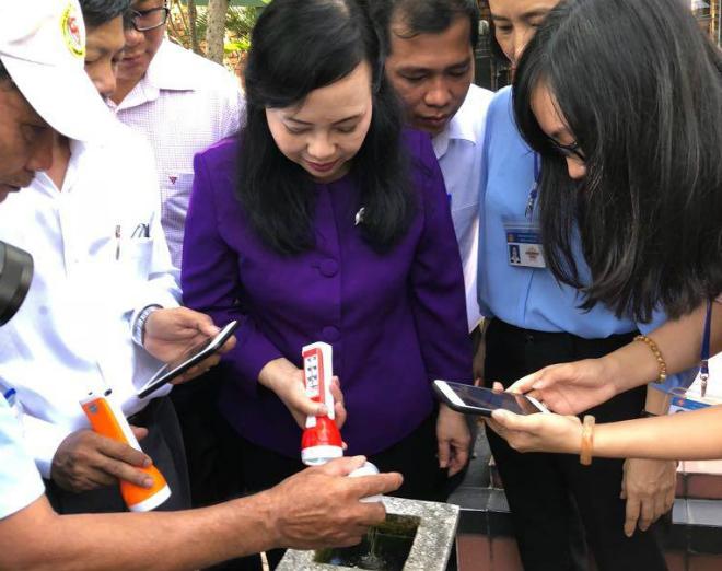 Bộ trưởng Y tế kiểm tra công tác phòng chống bệnh sốt xuất huyết. Ảnh: T.D