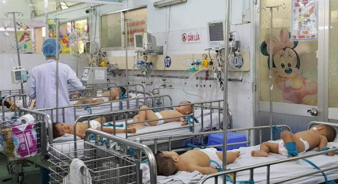 Lượng bệnh nhân mắc sởi, tay chân miệng tăng nhanh từ giữa tháng 9 tại các bệnh viện nhi ở TP HCM. Ảnh: Lê Phương.
