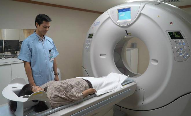 Khách hàng chụp CT tại trung tâm. Ảnh: H.C