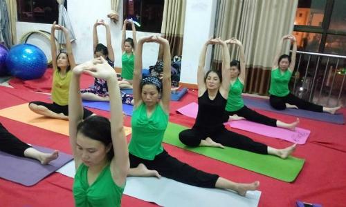 Lớp yoga trị liệu đau xương khớp