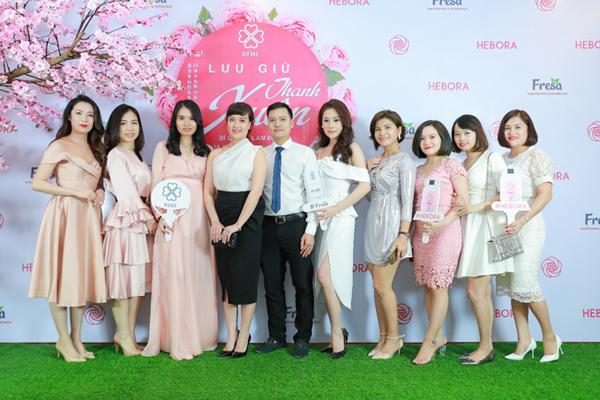 Tại sự kiện, các khách mời còn chia sẻ nhiều phương pháp làm đẹp chuẩn Nhật, giúp phụ nữ Việt có thêm những thông tin bổ ích trong chăm sóc da, sắc đẹp để lưu giữ vẻ tươi trẻ, quyến rũ mỗi ngày.