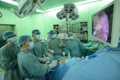 Những năm qua, ngành y tế Việt Nam đã đạt được những thành tựu trong lĩnh vực khám, điều trị bệnh.
