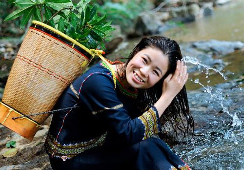 Nụ cười rạng rỡ của cô gái Tây Nguyên xinh đẹp, đa tài. Ảnh: Thùy An