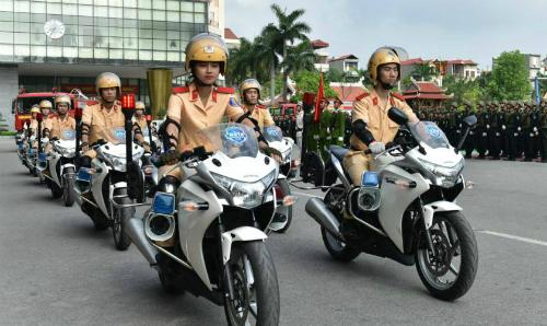 Khổ luyện của cô gái lái môtô hơn 1.000 phân khối dẫn đoàn cảnh sát - ảnh 3