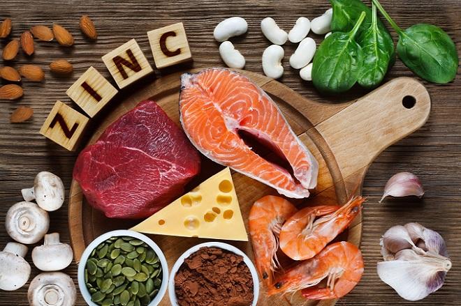 Các thực phẩm như tôm, thịt bò, cá hồi, phô mai... chứa nhiều kẽm. Ảnh: WP.
