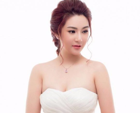 Hot girl Đoàn Dạ Ly.