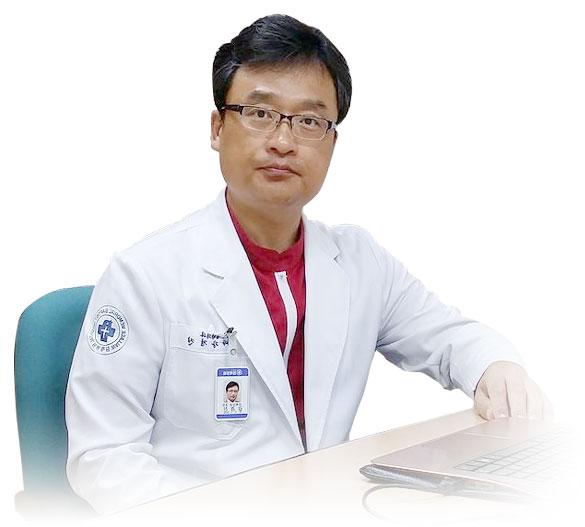 Giáo sư Kang Kyoung - Sáng lập kiêm Chủ tịch Hiệp hội Thẩm mỹ Hàn Quốc (KCCS).