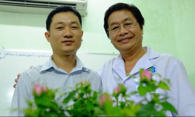 Anh Đồng khoẻ mạnh hội ngộ bác sĩ Trường trong lần tái khám kiểm tra sức khoẻ mới đây. Ảnh: L.P