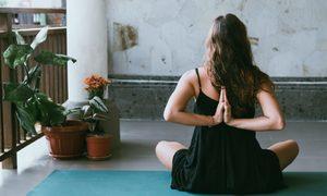 3 động tác yoga giúp bạn ngủ ngon