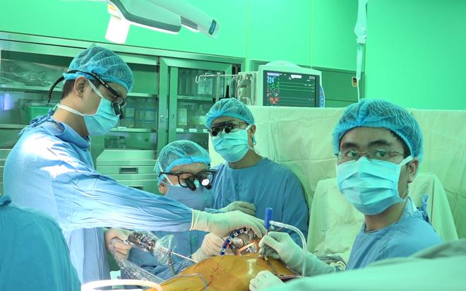 Một ca phẫu thuật nội soi tim tại bệnh viện Đại học Y Dược TP HCM. Ảnh: N.P