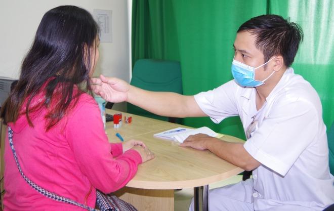 Bệnh nhân khám bệnh tại Bệnh viện Quân y 175. Ảnh: