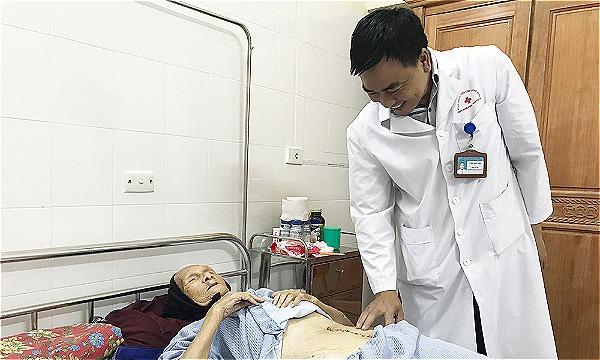 Sức khoẻ của cụ bà ổn định sau mổ. Ảnh: Bệnh viện cung cấp.