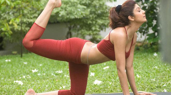 Người đẹp yêu thích tập yoga.