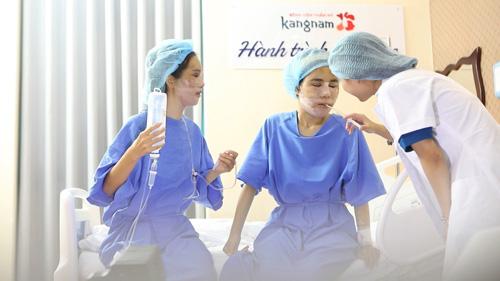 Bác sĩ chăm sóc kỹ cho các thí sinh Hành trình lột xác sau cuộc đại phẫu.