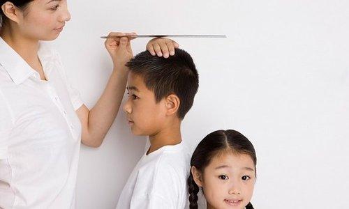 Trẻ em dễ thiếu hụt canxi do ăn quá mặn
