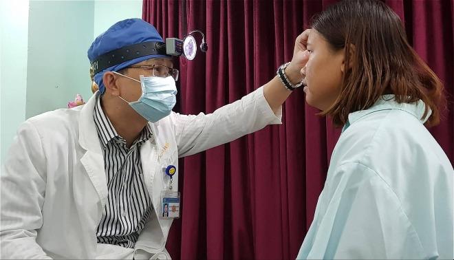 Bệnh nhân hồi phục thị lực tốt sau mổ. Ảnh: Lê Phương.