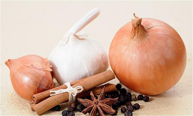 Quế, tỏi và hành tây tốt cho hệ miễn dịch. Ảnh: T.T