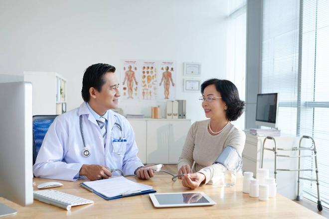 Chú ý chăm sóc sức khỏe giúp người lớn tuổi hạn chế nguy cơ dẫn đến đột quỵ. Xin nguồn ảnh.