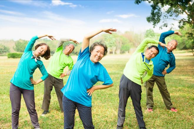 Chế độ tập thể dục phù hợp góp phần tăng cường sức khỏe cho người lớn tuổi. Xin nguồn ảnh.