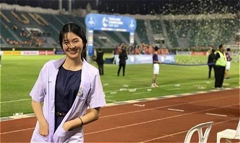 Nữ bác sĩ 27 tuổi của đội Thái Lan tại AFF Cup