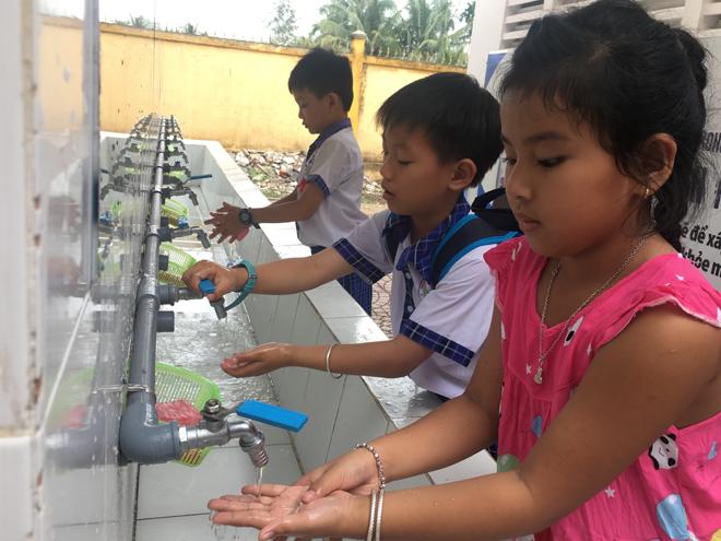 Gần 2 triệu người Việt đang phóng uế bừa bãi