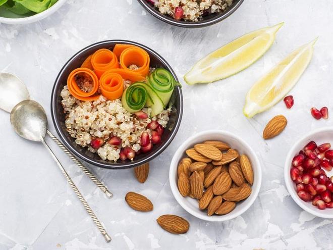 Nên cung cấp đủ protein, chất béo, rau xanh vào bữa ăn để có đủ năng lượng tập luyện. Ảnh: Medicalnewstoday