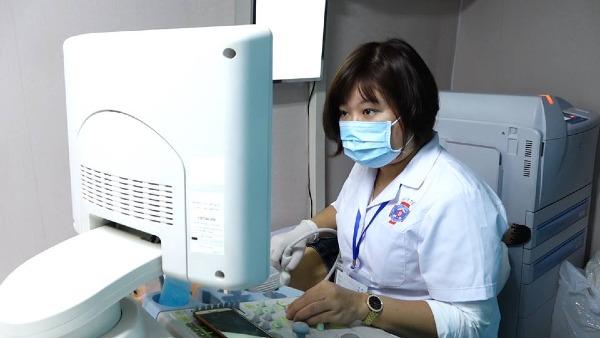 Phụ nữ Việt nên tầm soát ungt hư vú sớm. Ảnh: Lê Nga.