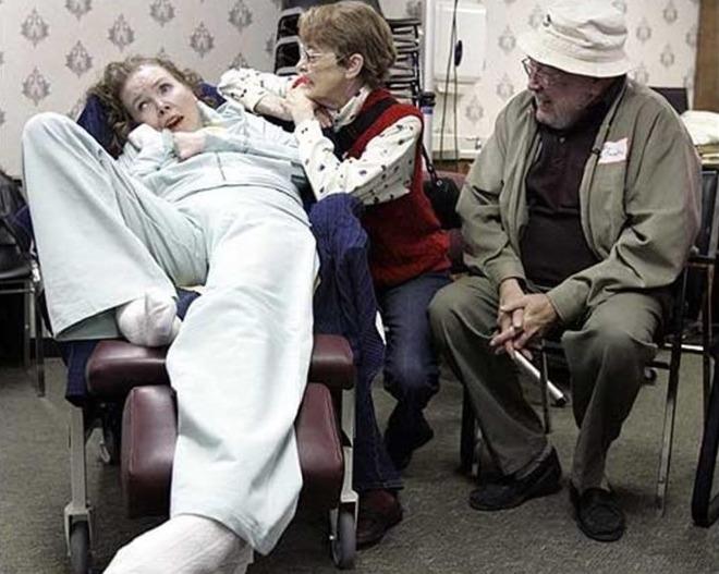 Cha mẹ Sarah nhanh chóng đến bệnh viện để đoàn tụ với con gái. Ảnh: BT