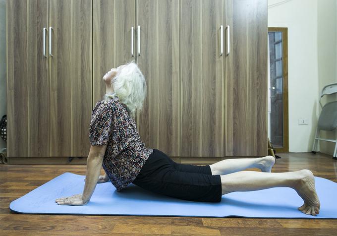 Cụ bà Hà Nội 20 năm tập 5 thức yoga Tây Tạng