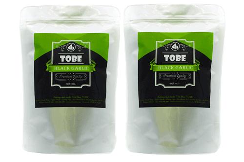 Tỏi đen Tobe sản xuất theo quy trình lên men hiện đại của Nhật Bản giúp giảm cholesterol, giải độc, bảo vệ gan, tốt cho hệ tiêu hóa. Shop VnExpress ưu đãi tỏi đen Tobe gói một kg nguyên vỏ từ 1,79 triệu đồng còn 990.000 đồng.