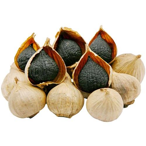 Củ tỏi sau khi lên men sẽ bớt đi mùi hăng và vị cay, ngọt và dẻo gần giống hương vị của trái cây sấy khô.