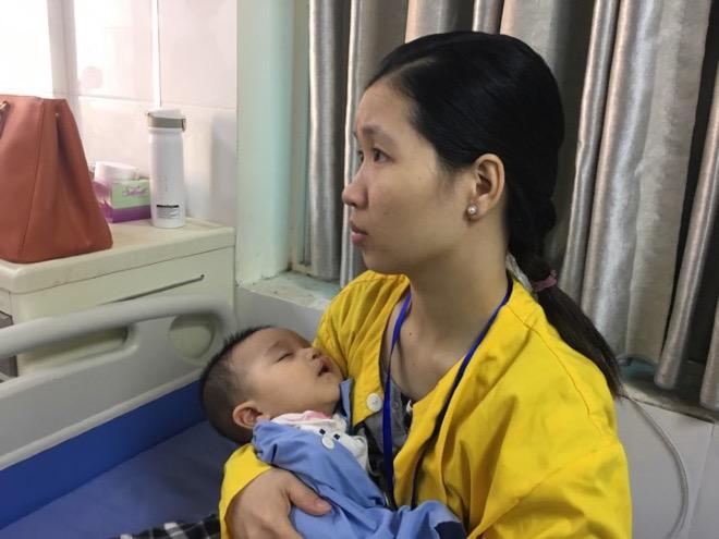 Trẻ có dị tật hở môi vòm miệng đang chờ phẫu thuật tại Bệnh viện Răng hàm mặt Trung ương. Ảnh: L.N